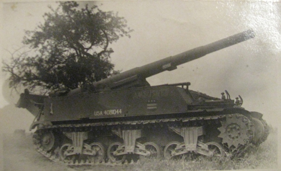 This was a 155 mm cannon mounted on a half track like the one Basso fired during the Second World War. Photo provided